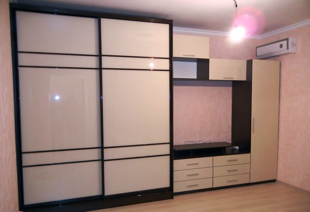 Шкафы купе под телевизор